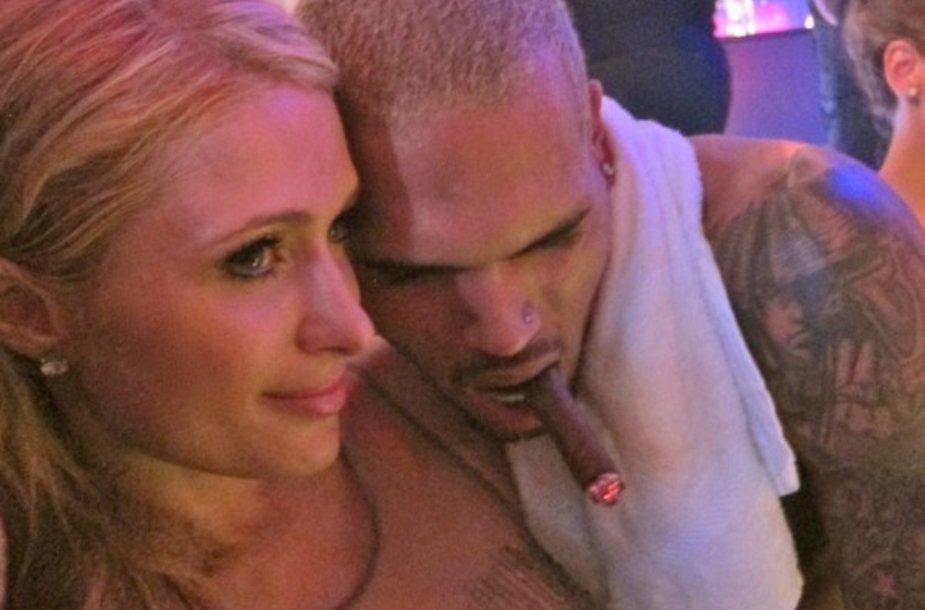Paris Hilton ir Chrisas Brownas