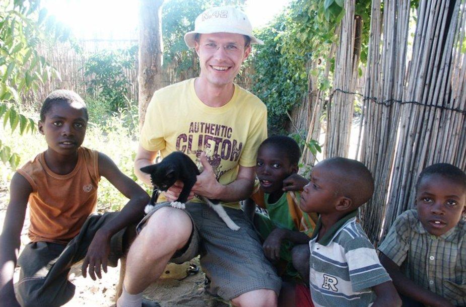Vaikai Afrikoje mėgsta bendrauti