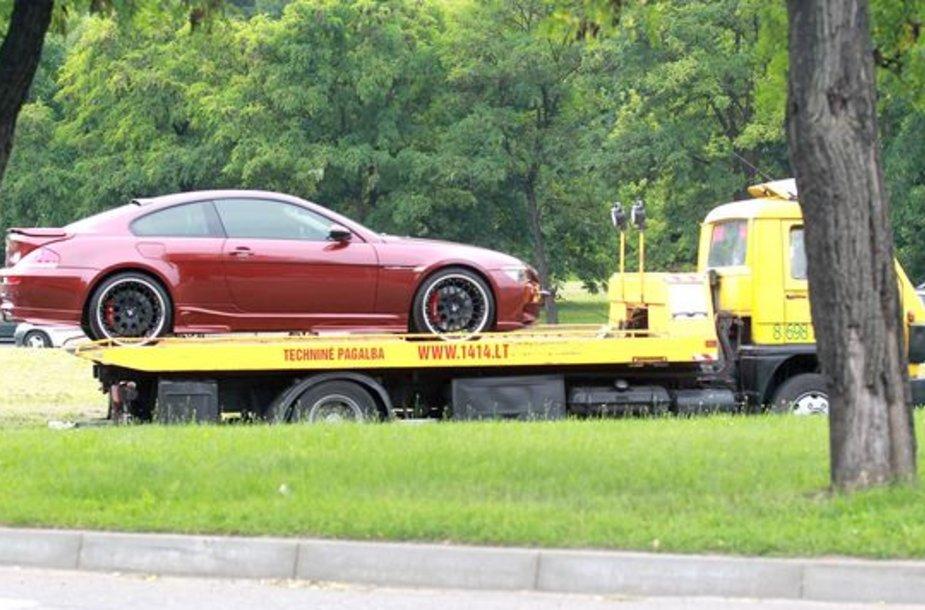 """""""BMW M6"""" išvežė techninė pagalba"""