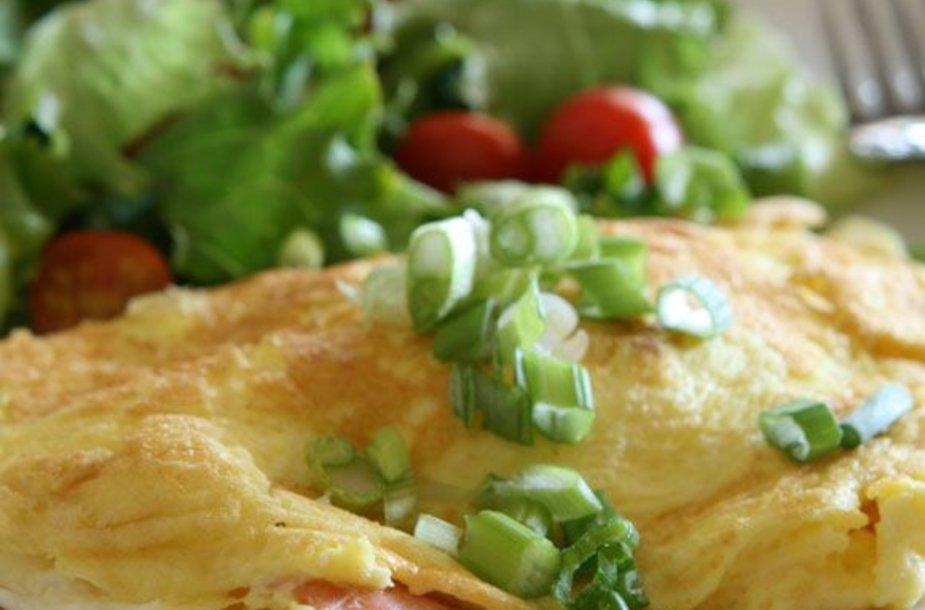 Omletas su lašiša