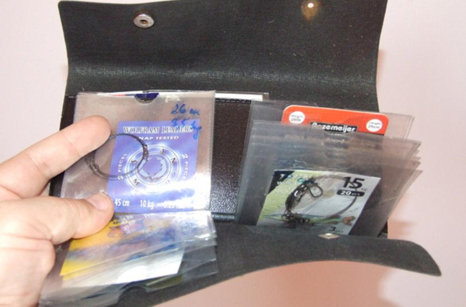 Spiningininkas, išsirengęs rudenį į lydekų žūklę, privalo turėti atsargą įvairios paskirties metalinių pavadėlių masalams plukdyti
