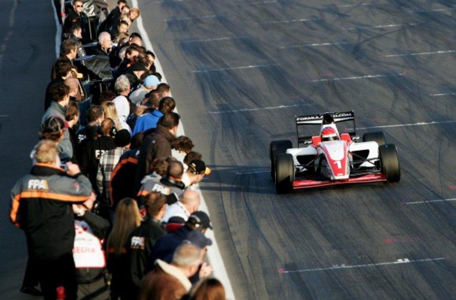 """""""Formulės-2"""" lenktynės"""