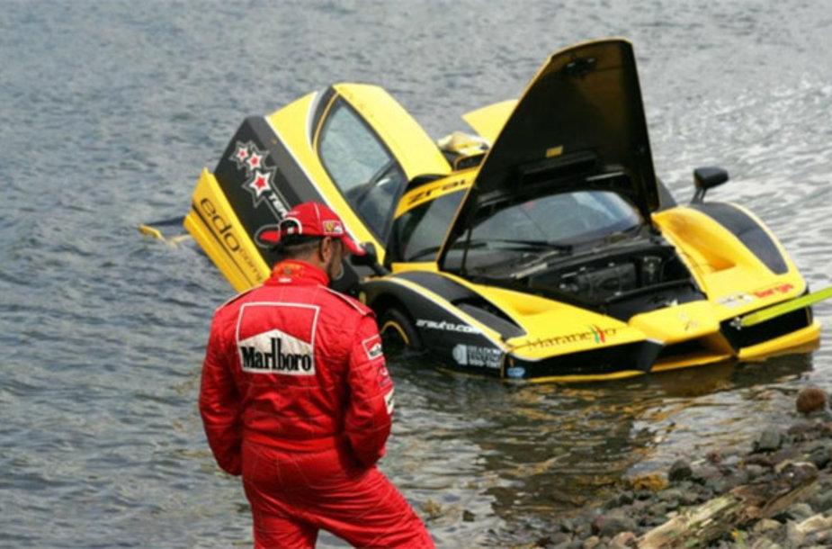 """Ferrari Enzo"" avarija"
