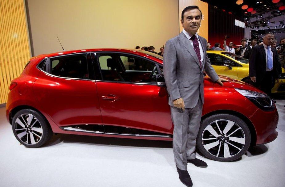 """Carlosas Ghosnas prie naujojo """"Renault Clio"""""""