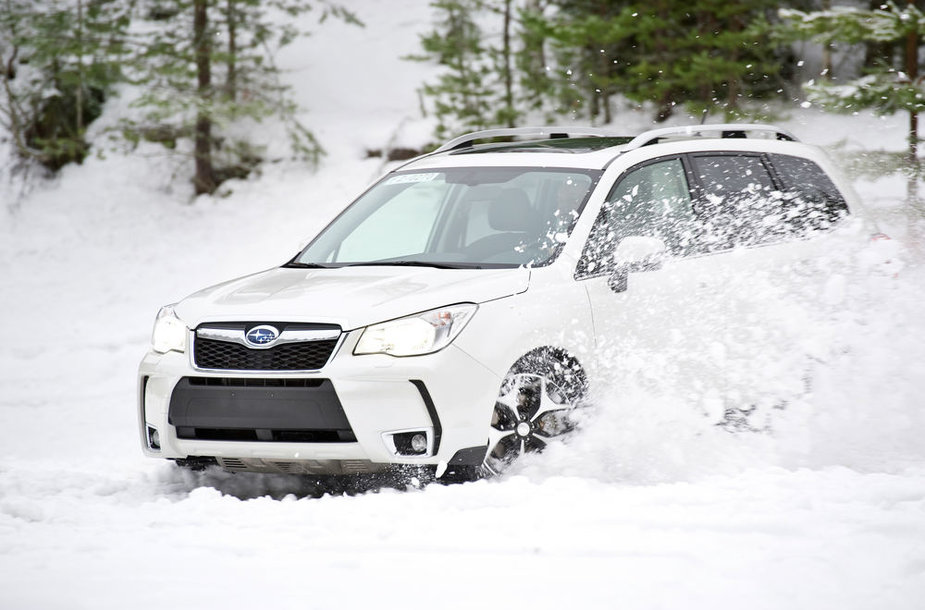 """""""Subaru Forester"""" slysdamas keturiais ratais jaučiasi kaip namuose"""
