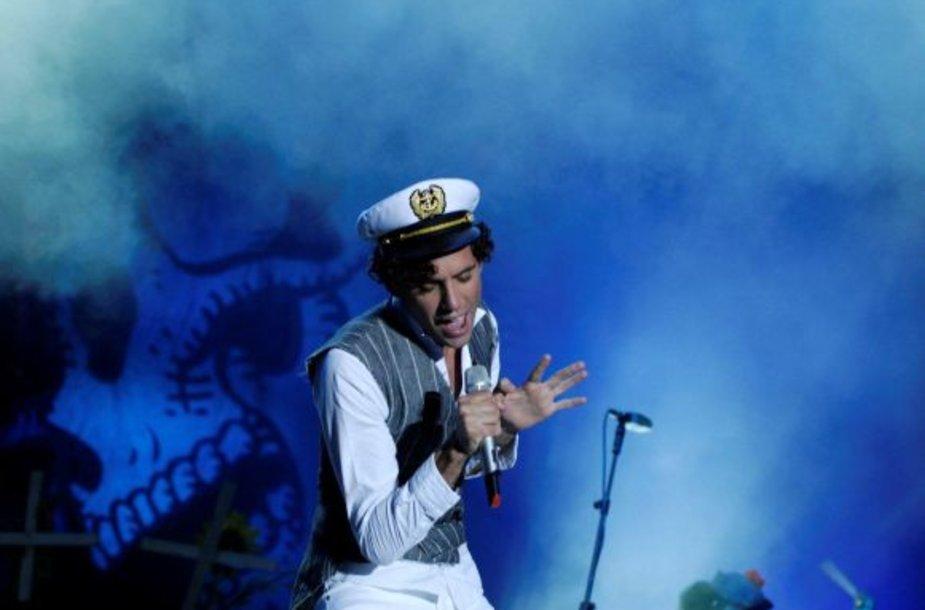 Atlikėjas \mika pasipuošė Klaipėdoje pirkta jūreiviška kepuraite.
