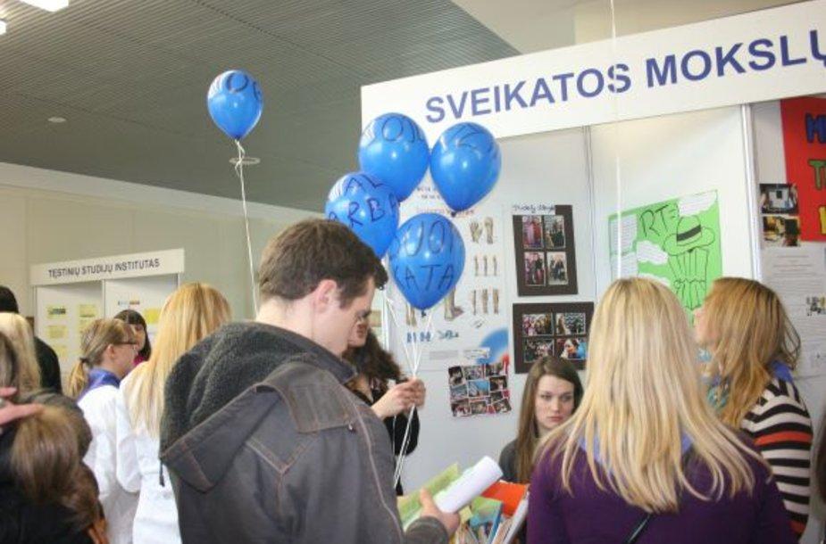 Sveikatos mokslų fakultetas pasipuošė balionais.