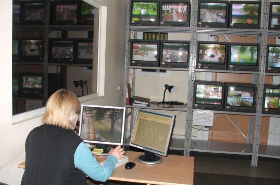 Šiuo metu Klaipėdos senamiestį 57 kamerų monitoriuose stebi 6 neįgalumą turintys klaipėdiečiai: du vyrai ir keturios moterys.