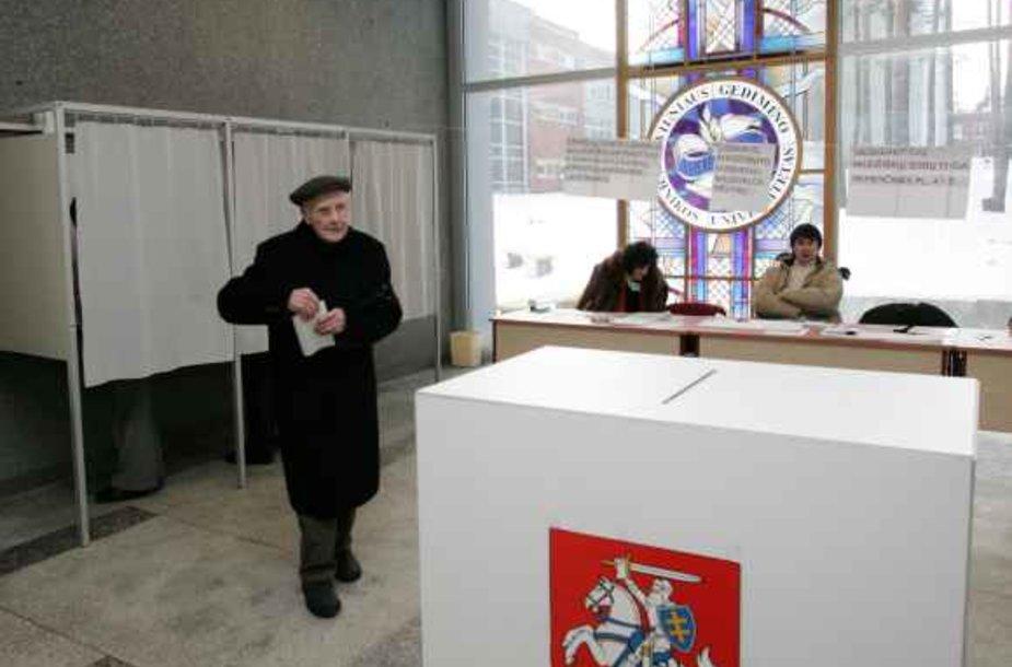 Politologai pabrėžia, kad nemaža rinkėjų dalis pirmiausia svarsto ne tai, už ką balsuoti, o ar apskritai eiti balsuoti.