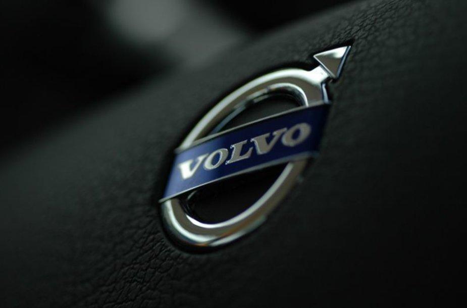 """Volvo"" atiteko kinams ""Geely"""