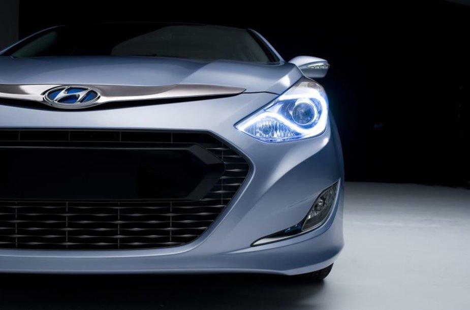 """""""Hyundai"""" vilioja """"Sonata"""" hibridu"""
