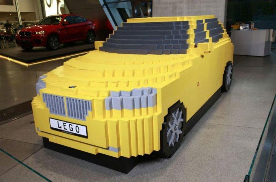BMW X1 iš LEGO kaladėlių