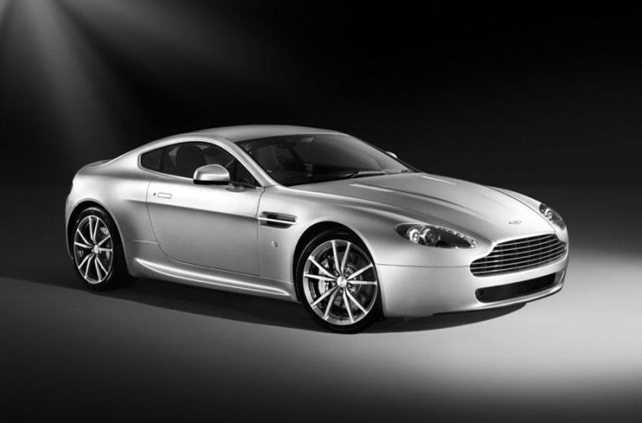 """""""Aston Martin V8 Vantage"""" – kukliai atnaujintas"""