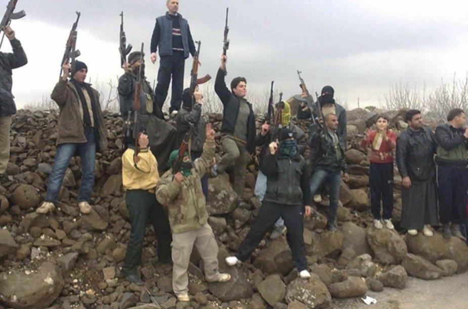 Buvę Sirijos kariai perėjo į civilių pusę