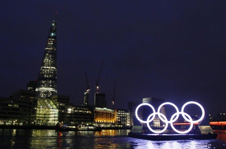 Olimpiniai žiedai Temzės upėje