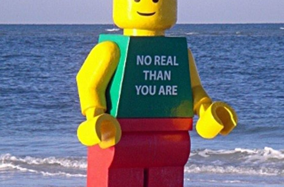 """Gigantiškas """"Lego"""" žmogeliukas"""