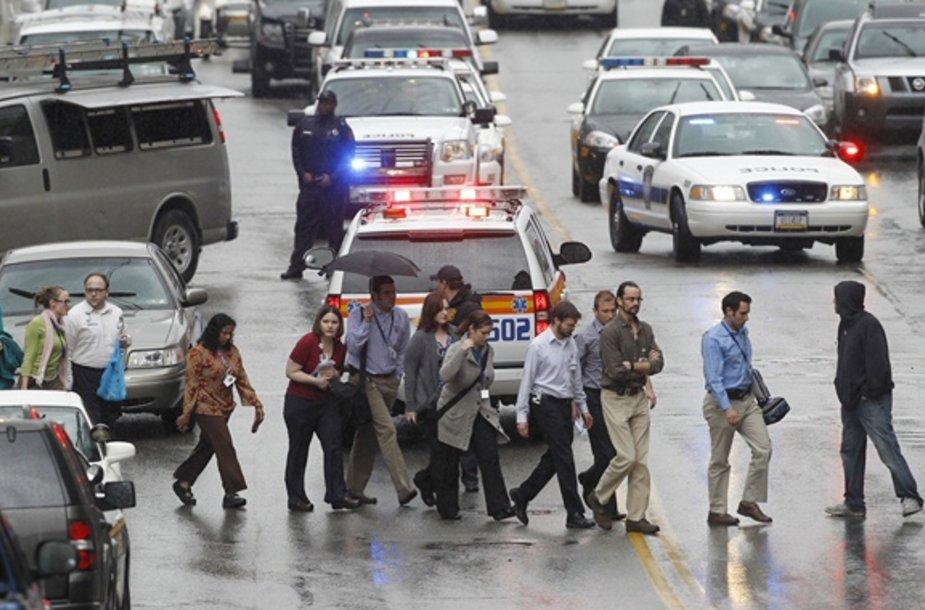 Iš klinikos evakuojami žmonės