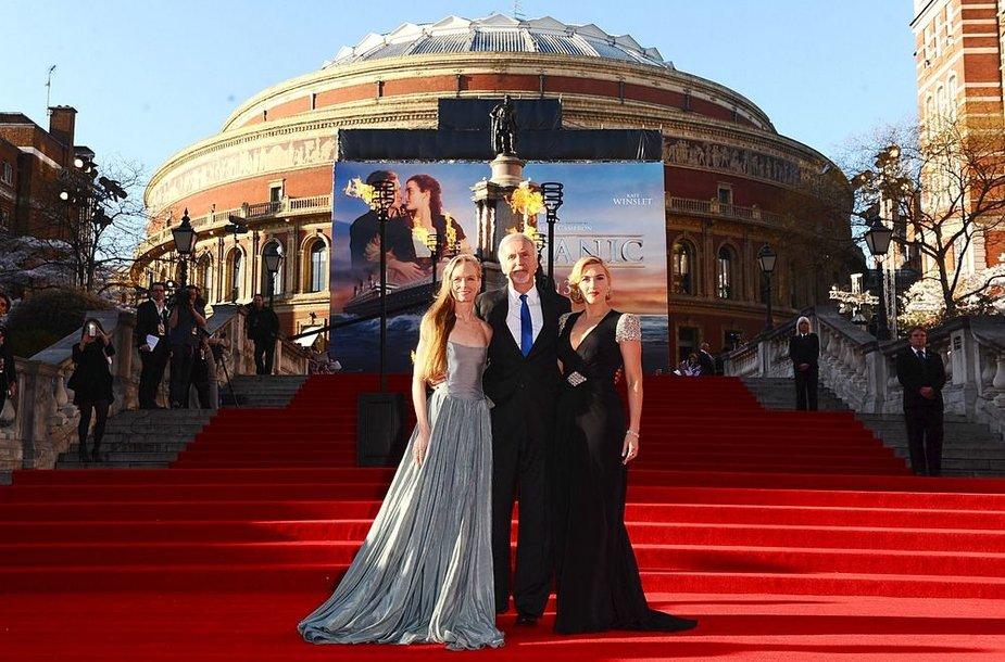 Jamesas Cameronas su žmona Suzy Amis (kairėje) ir Kate Winslet