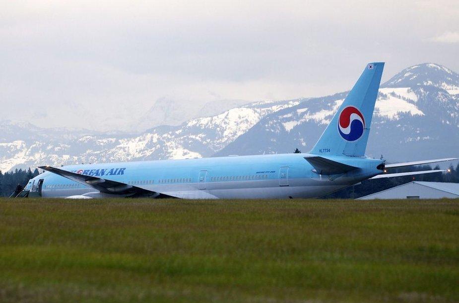 """""""Korean Air"""" lėktuvas Kanados karinėje bazėje"""