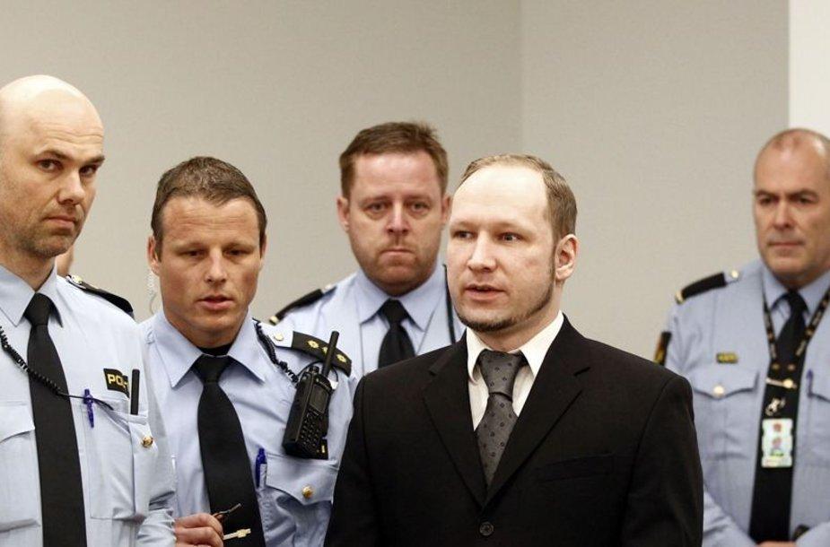 Į teismo salę atvedamas Andersas Behringas Breivikas