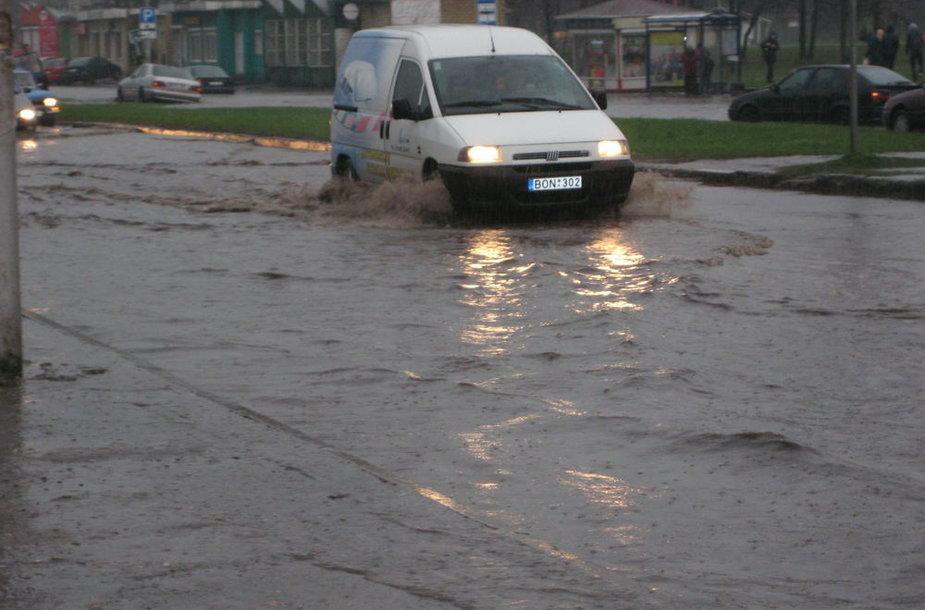 Kaune patvinusi gatvė (Šiaurės pr.)