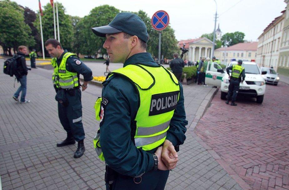 Policininkai prie prezidentūros