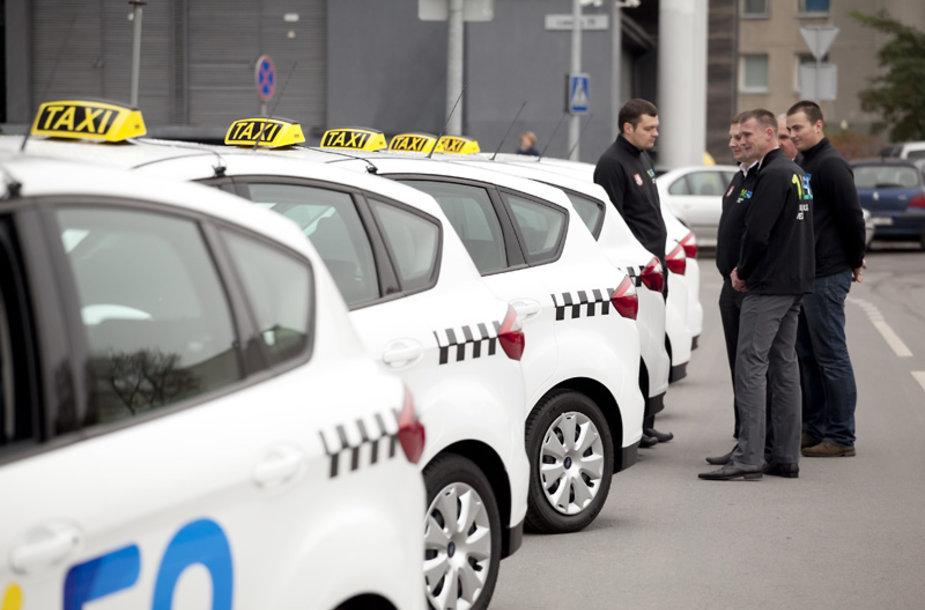 Naujųjų Vilniaus savivaldybės taksi automobilių pristatymas
