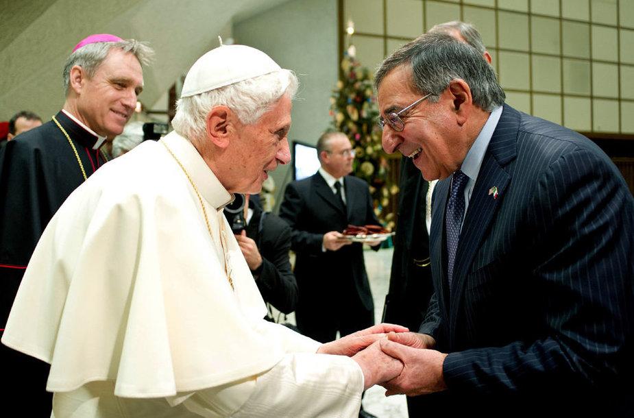 Popiežius Benediktas XVI ir JAV gynybos sekretorius Leonas Panetta