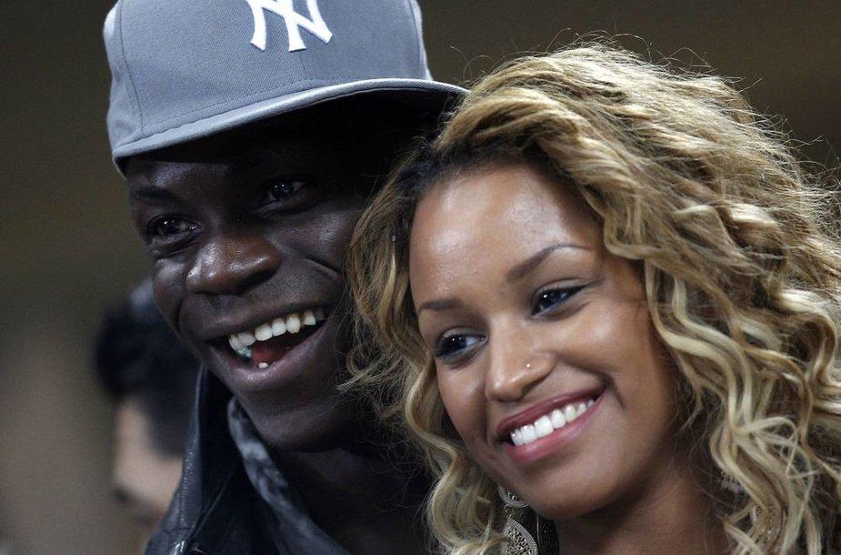 Futbolinininkas Mario Balotelli su drauge Fanny Robert Neguesha