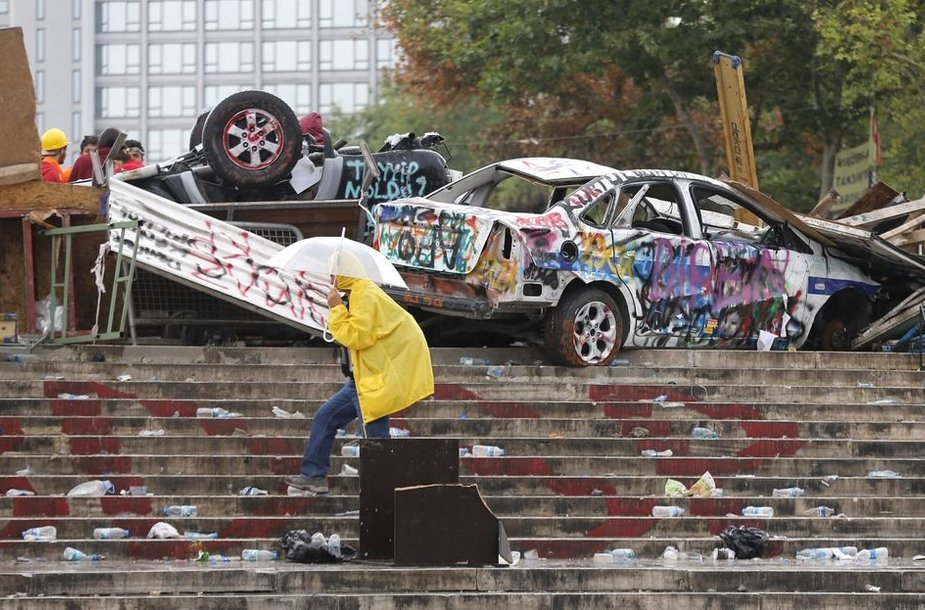 Per protestus sumaitoti automobiliai