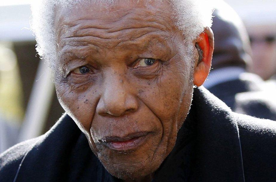 Nelson Mandela (2010 m.) 23