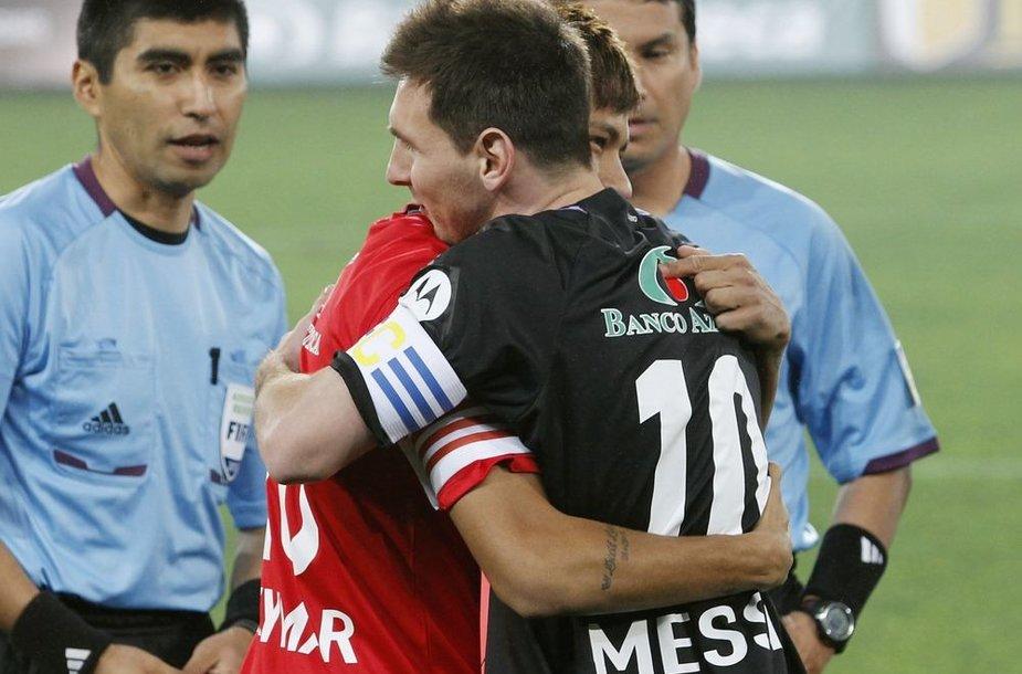 Lionelio Messi ir Neymaro apsikabinimas