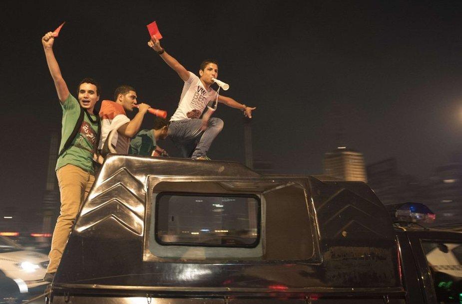 Egipte protestuotojai džiaugiasi šalies prezidento Mohamedo Mursi nuvertimu.