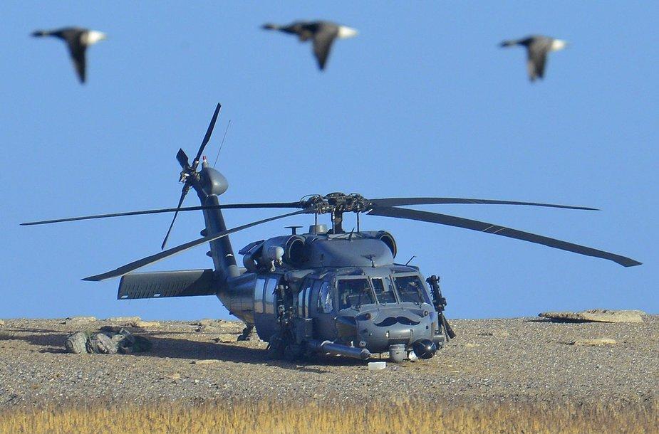 """Įvykio vietoje nusileidęs """"Pave Hawk"""" sraigtasparnis"""