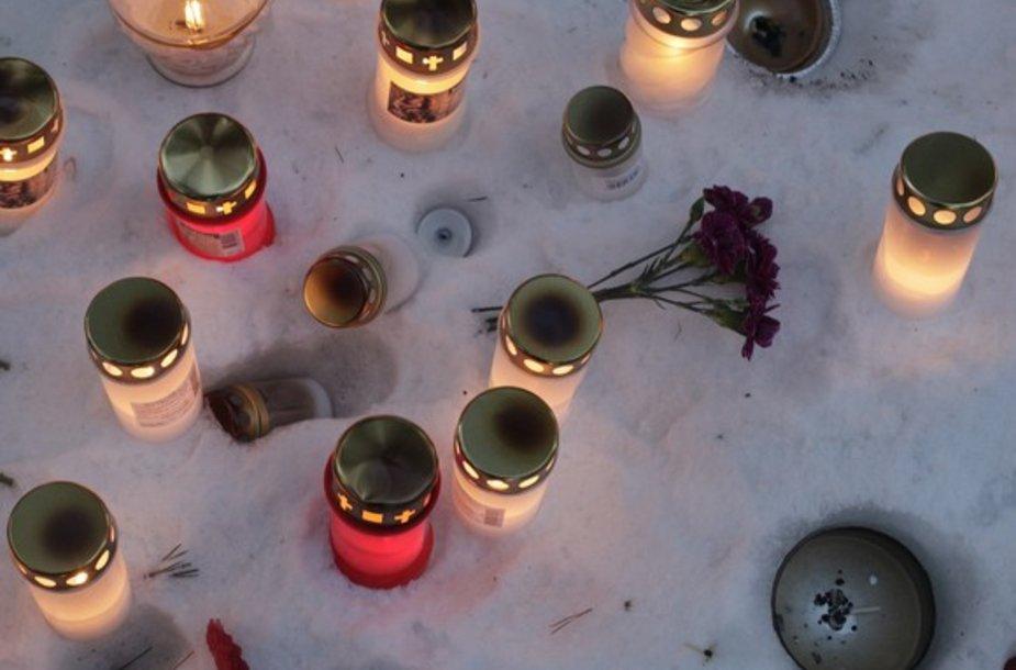 Žvakės ir gėlės