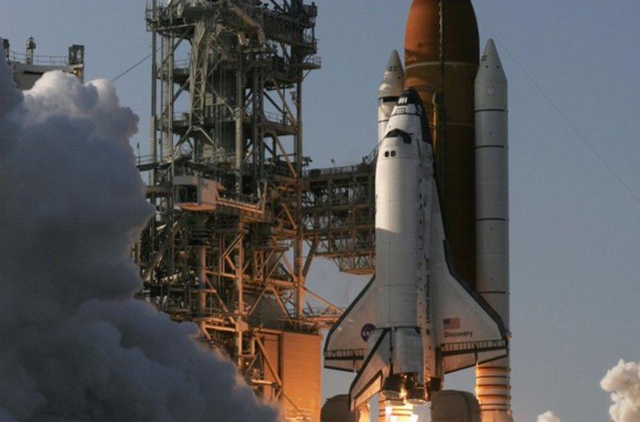 """Discovery"" erdvėlaivio starto akimirka."