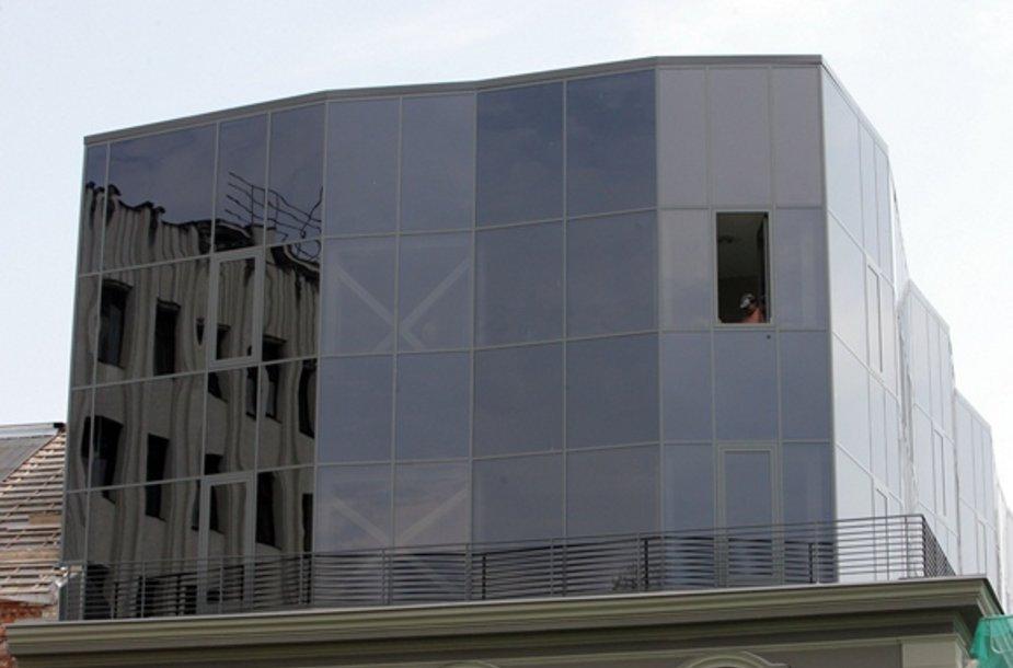 """""""Stiklainiu"""" pramintas pastatas Laisvės alėjoje"""