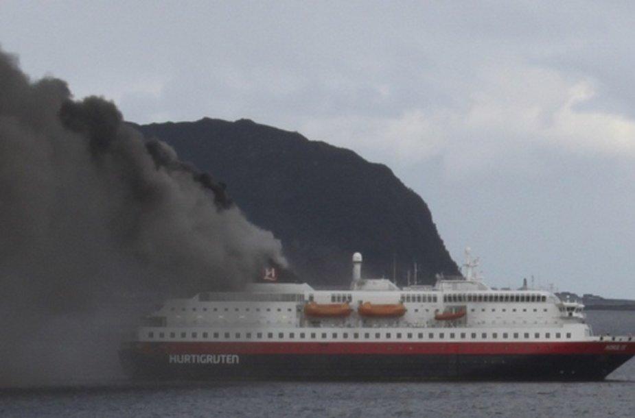 Kruiziniame laive kilo gaisras