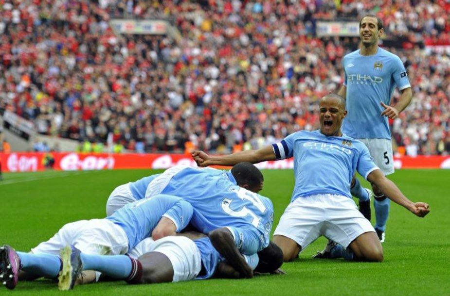 Futbolo gerbėjų laukia intriguojanti dvikova Anglijos čempionate.