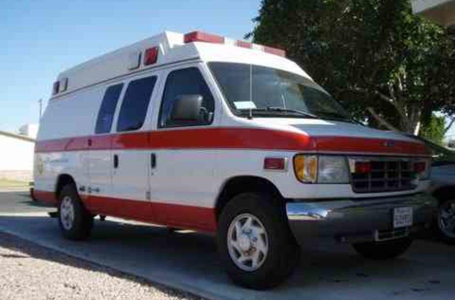 Sirgaliai įsmuko į greitosios pagalbos automobilį