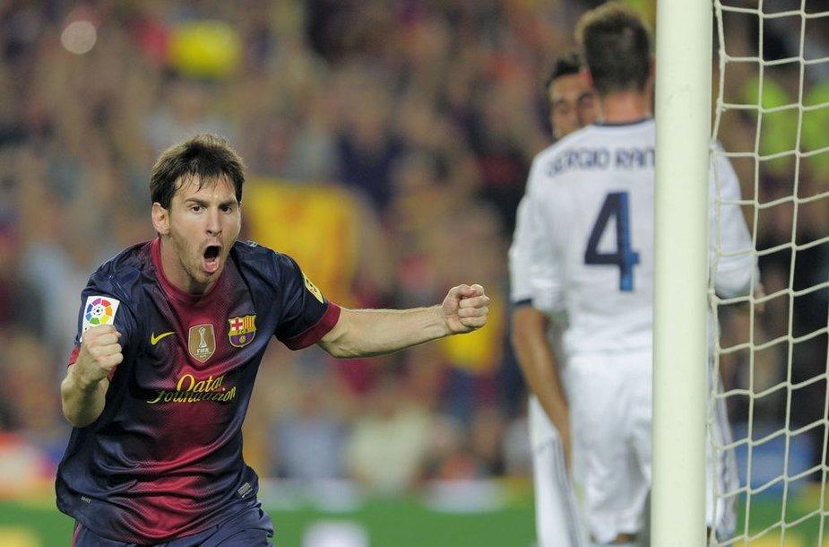 Lionelis Messi po įvarčio 31-ą min.