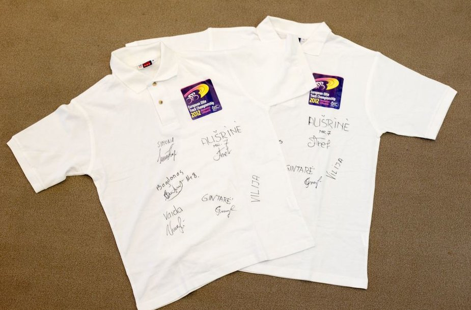 Nugalėtojui padovanosime marškinėlius su dviratininkų parašais