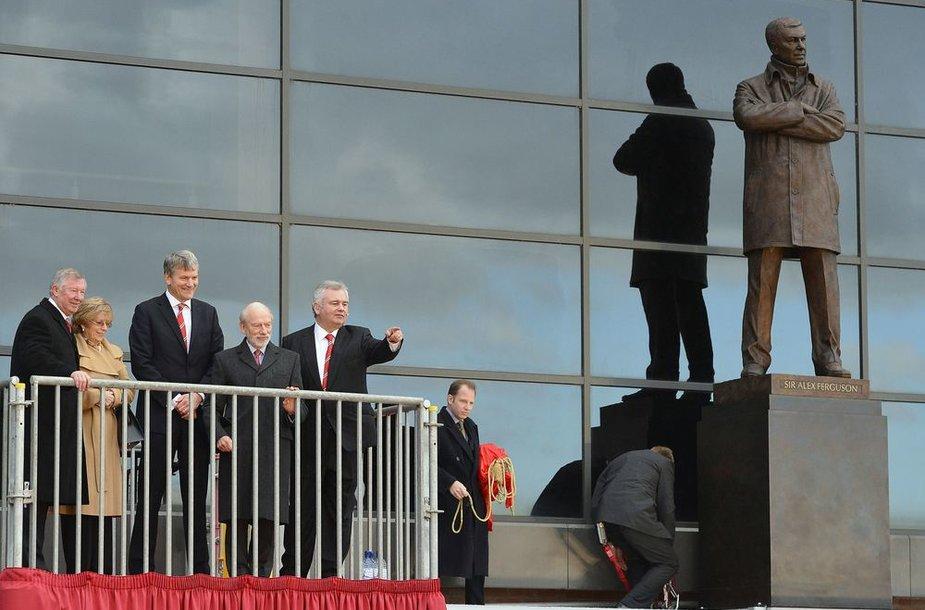 """Atidengta 26 metus """"Man Utd"""" klubui paaukojusio Sero Alexo Fergusono statula"""