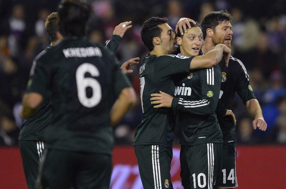 """Du Mesuto Ozilo įvarčiai padėjo """"Real"""" švęsti pergalę"""
