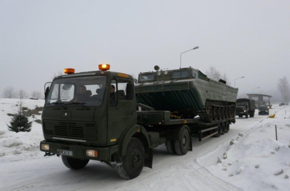 Inžinerijos bataliono kariai vyksta likviduoti potvynio padarinių Šilutės rajone  ( 2011m.)