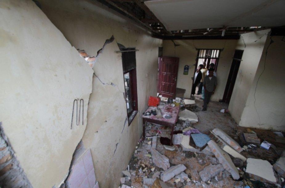 Indonezijai smogė stiprus žemės drebėjimas.