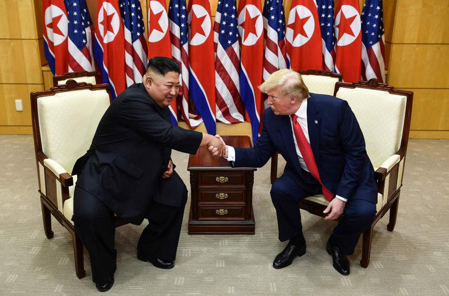 Trečią kartą susitiko Donaldas Trumpas ir Kim Jong Unas