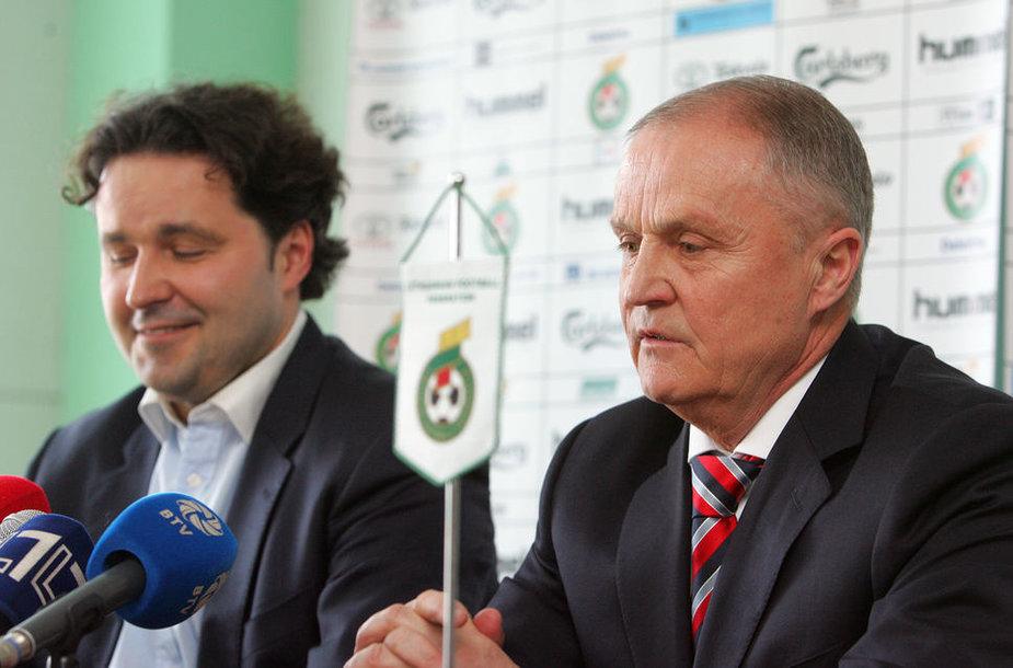 J.Kvedaro (dešinėje) iš posto išverstas L.Varanavičius savo buvusiam bendražygiui bando atsilyginti tuo pačiu.