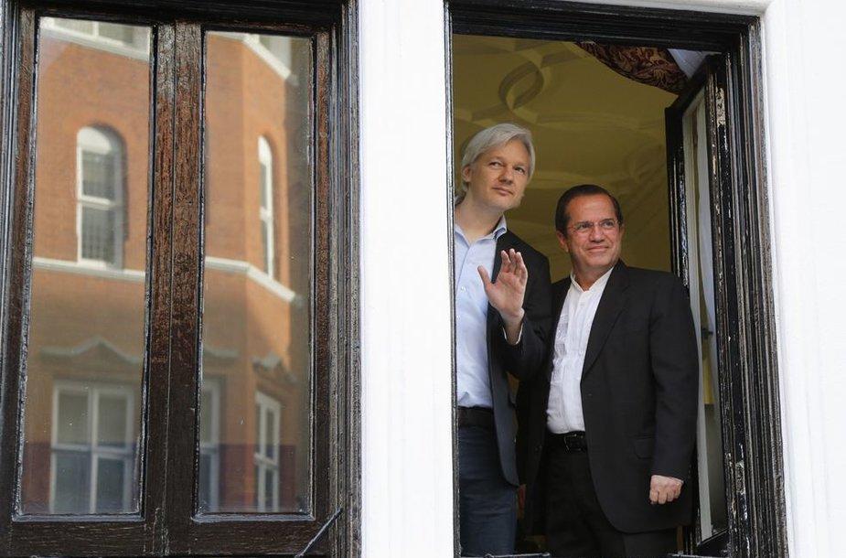 Julianas Assange'as susitiko su Ekvadoro diplomatijos vadovu