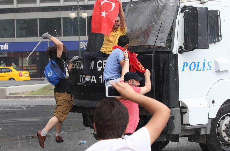 Stambule nesibaigia protestai.